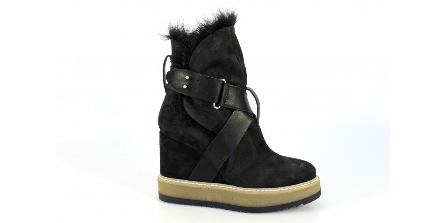 Boots - Black suede
