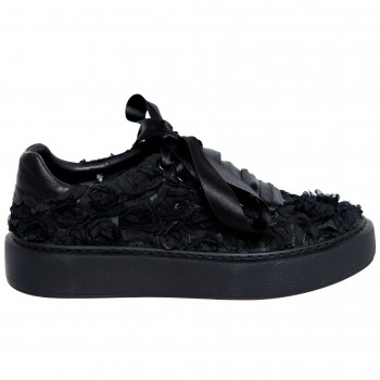 Sneakers - Black Roses